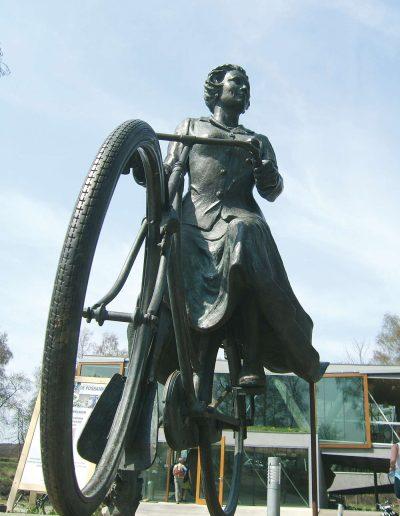 Rheden-Beatrix-op-de-fiets-Daphne-du-Barry-foto-leon-mommersteeg
